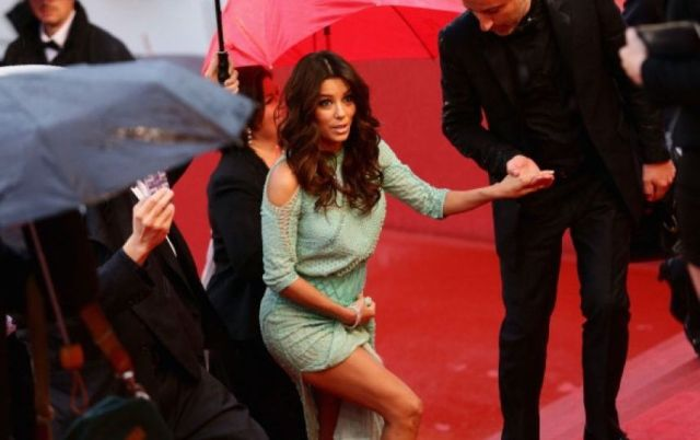 [Fotos] Eva Longoria incomoda a sus amigas al no llevar ropa interior